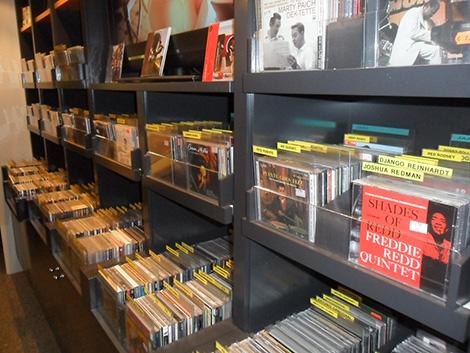 Baldas  de Minton's con vinilos y CDs.