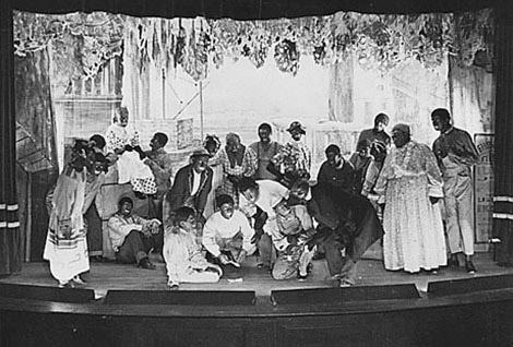 Actores blackfaces del tercer acto del espectáculo, al completo.