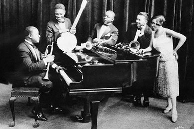 The Hot Five: Louis Armstrong (corneta),  Johnny St.Cyr (banjo), Johnny Dodds (clarinete y saxo alto), Kid Ory (trombón) y Lil Hardin (piano).