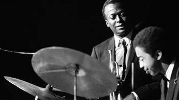Miles disfrutando con Tony Williams.