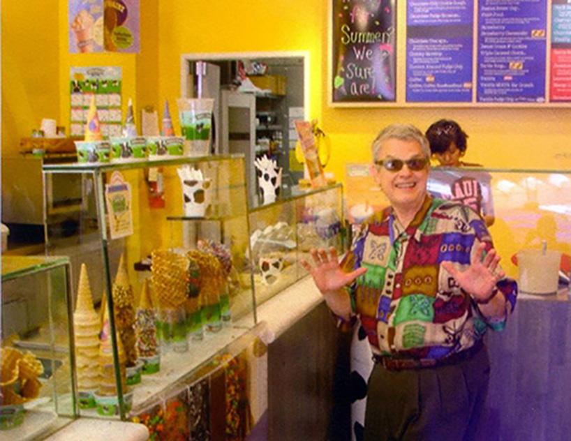 Charlie Haden en una tienda de helados y golosinas.